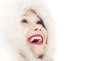 lachende-frau-zahnweiss-bleaching
