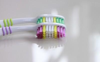 Gegen hässliche Verfärbungen: Wie werden meine Zähne weißer?